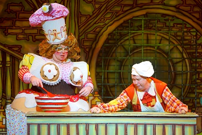 Idle Jack (Andy Ford) and Sarah the Cook (Eric Potts)